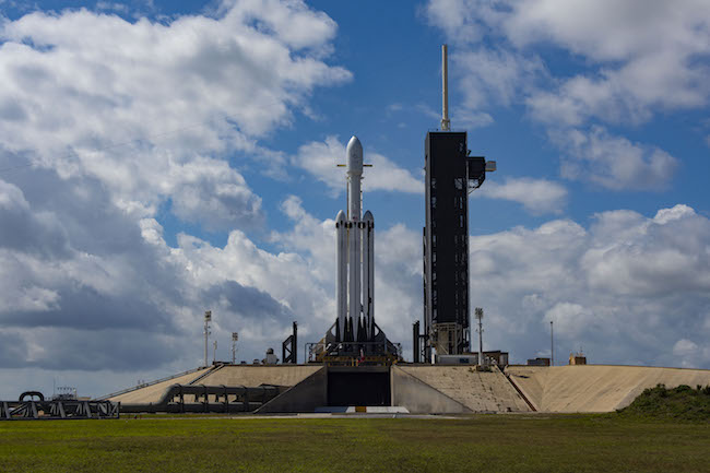 SpaceX lost in a sea of booster rocket, the Falcon Heavy